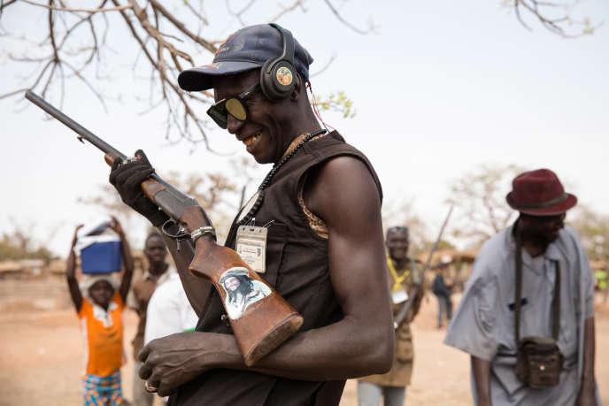 Des membres du service de sécurité du groupe koglweogo de Sapouy au Burkina Faso.
