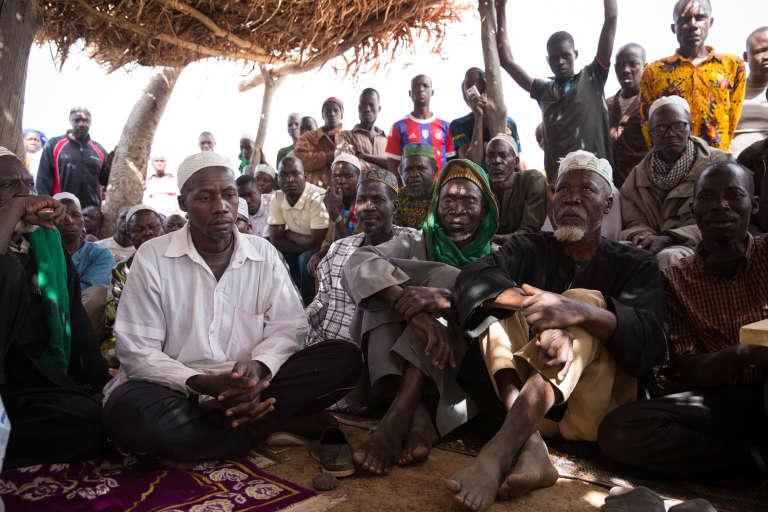 Réunion des koglweogo de Sapouy sous la paillote (Burkina Faso)
