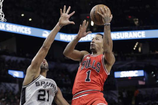 Le Chicagoan Tim Duncan (7 points, 3 rebonds, 4passes) est devenu, le 10 mars, le sixième joueur de l'histoire à dépasser 15000rebonds.