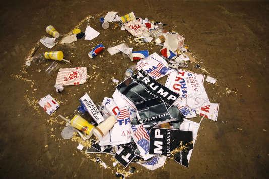 Des tracts pro-Trump déchirés, le 11 mars, à Chicago dans l'Illinois.