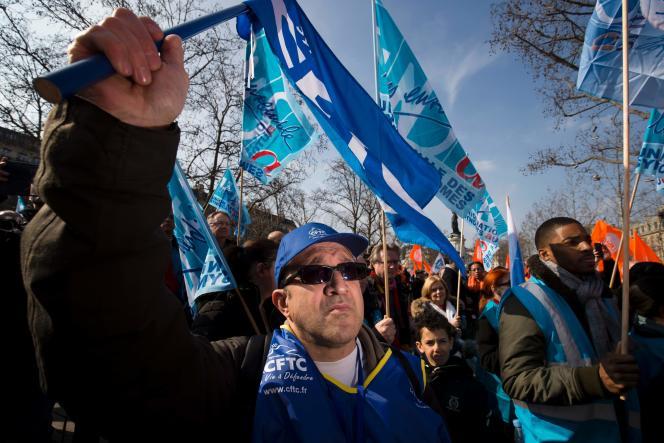 Lors d'un rassemblement place de la République contre la loi travail, samedi 12 mars.