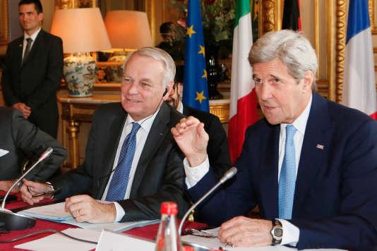 Le ministre des affaires étrangères de Jean-Mars Ayrault, et son homologue américain John Kerry.