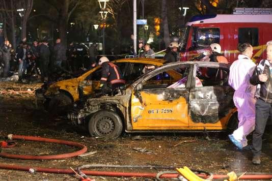 Sur les lieux de l'attentat, à Ankara, le 13mars.