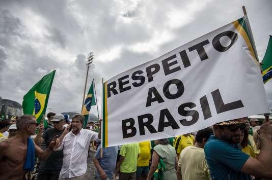Manifestation pour réclamer la démission de la présidente brésilienne, Dilma Rousseff, dimanche 13 mars.