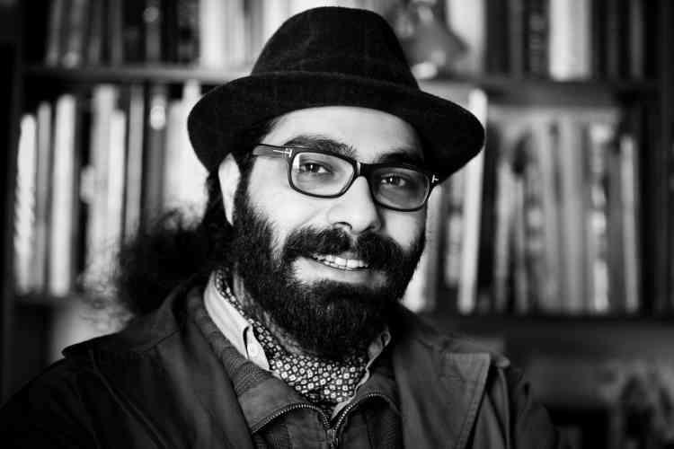 La révolution a précipité le départ de Hamid Sulaiman de Syrie. Cet artiste publiera en avril son premier roman graphique : l'histoire d'un hôpital clandestin au cœur du conflit syrien. « Je ne suis pas l'ambassadeur de ce qui se passe en Syrie, dit-il, juste un artiste qui se trouvait là-bas. »