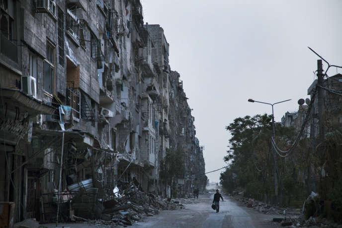 Zamalka, dans la banlieue de Damas, en avril 2013. Entre septembre et octobre 2012, l'armée syrienne a bombardé des semaines durant le quartier de Zamalka et la