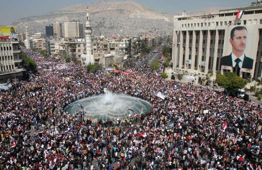 Des milliers de Syriens se rassemblent en soutien à leur président Bachar Al-Assad, le 29 mars 2011.