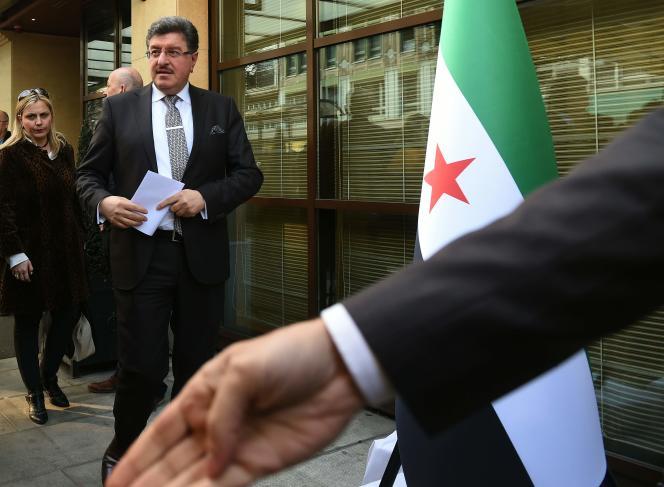 Salem Al-Meslet, le porte-parole du comité spécial de négociations sur la Syrie, à Genève, en Suisse, le 13 mars 2016.