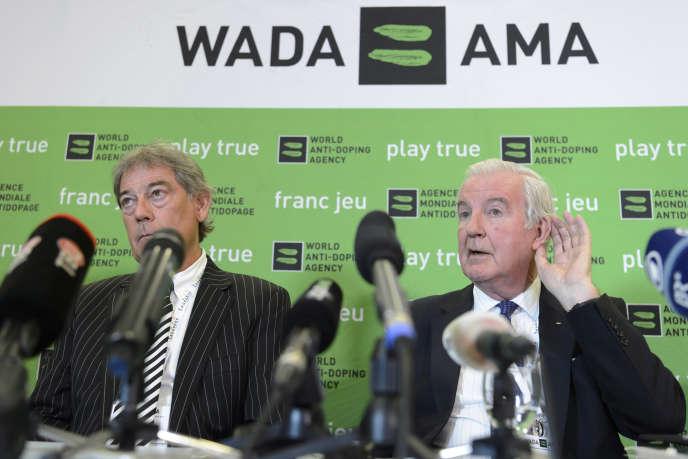 David Howman (à gauche) et Craig Reedie, respectivement directeur général et président de l'Agence mondiale antidopage.
