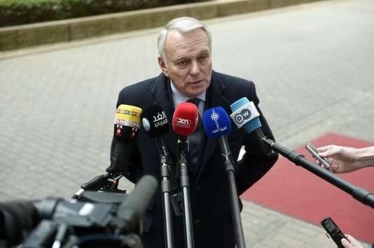 Le chef de la diplomatie française, Jean-Marc Ayrault, le 14 mars à Bruxelles, avant la tenue d'un conseil des ministres des affaires étrangères sur le processus de paix au Proche-Orient.