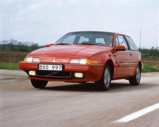 Comme un ovni dans la production de la marque suédoise, le coupé 480 ne ressemblait à aucune autre Volvo, et pas vraiment à un coupé…