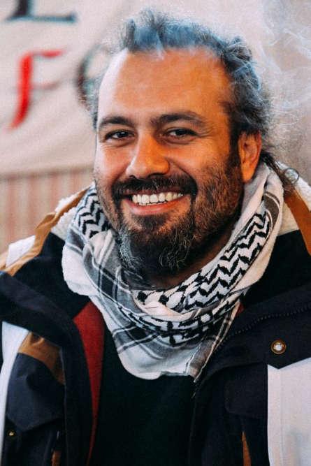Ce vendredi-là, ils ne sont pas plus de 20 à défiler à Damas, se souvient Mohammad Ghannam, alors employé de l'Agence des Nations unies pour les réfugiés (UNHCR) dans la capitale syrienne. Il est venu assister, sans y prendre part, à l'un des premiers rassemblements. « J'avais peur », glisse-t-il sans rougir. A raison. En deux minutes, une centaine de membres des forces de l'ordre encerclent les manifestants et les rouent de coups.