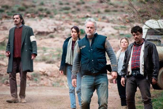 Fedja Stukan, Olga Kurylenko, Tim Robbins, Mélanie Thierry et Benicio Del Toro dans le film espagnol de Fernando Leon de Aranoa,