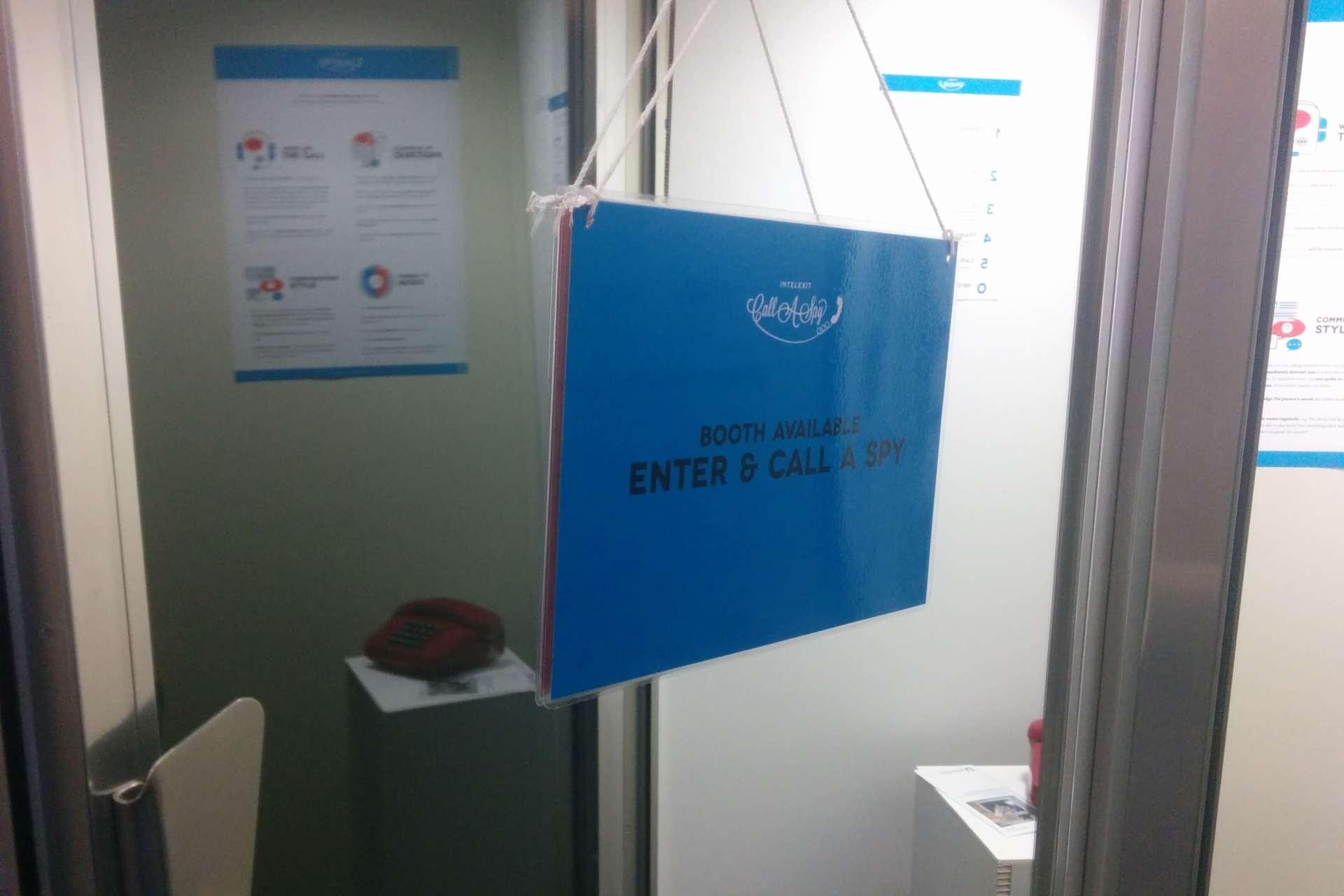 Les cabines mises en place par Intelexit au Logan Symposium de Berlin.