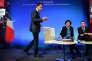 Manuel Valls,  Myriam El Khomri, ministre  du travail, et Emmanuel Macron,  ministre de l'économie,  à Matignon, lundi 14 mars.