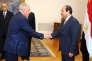 Le ministre égyptien de la justice, Ahmed Al-Zind (à gauche), reçu au Caire par le président  Abdel Fattah al-Sisi le 20 mai 2015.