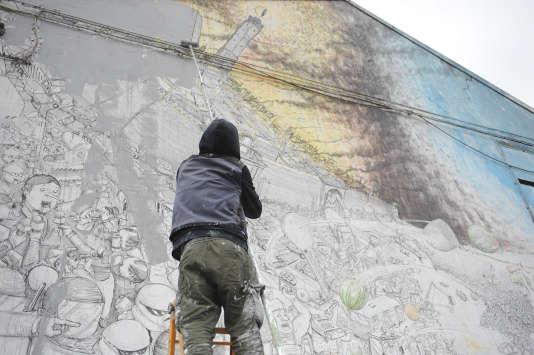 Près de vingt années d'interventions ont été effacés sur les murs du centre de la ville de Bologne,  jusqu'à sa banlieue.