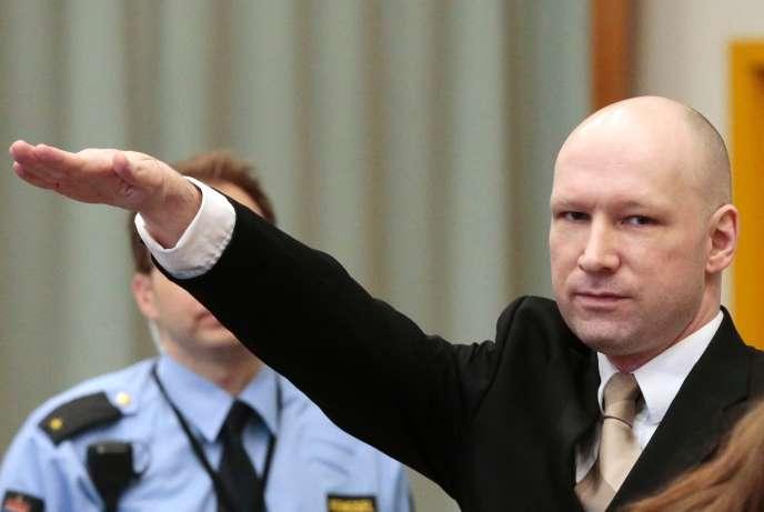 Au premier jour du procès qu'il intente contre l'Etat sur ses conditions de détention, le tueur d'extrême droite Anders Behring Breivik, qui a tué 77 personnes en Norvège en 2011, a fait un salut nazi à son arrivée.