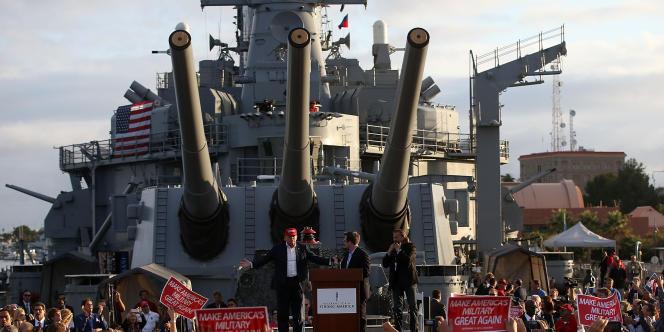 Donald Trump lors d'un meeting  à bord du cuirassé USS Iowa, le 15 Septembre 2015 à Los Angeles (Californie).