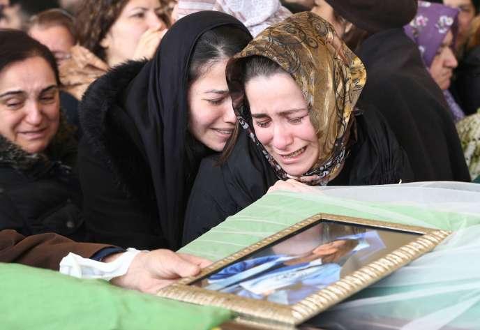 Funérailles de Zeynep Basak Gulsoy, tuée dans l'attentat du 13 mars à Ankara, Turquie.