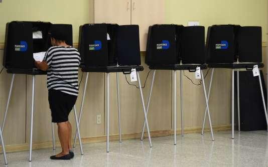 Une électrice vote à Miami, en Floride, mardi 15 mars 2016.