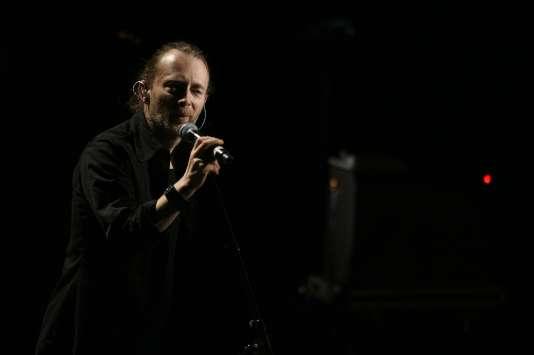 Thom Yorke, le leader du groupe Radiohead, lors d'un concert à Paris, en décembre 2015.
