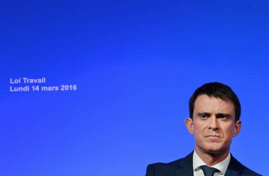 Presentation des grandes lignes du projet de la loi travail a matignon le 14 mars 2016. Manuel Valls
