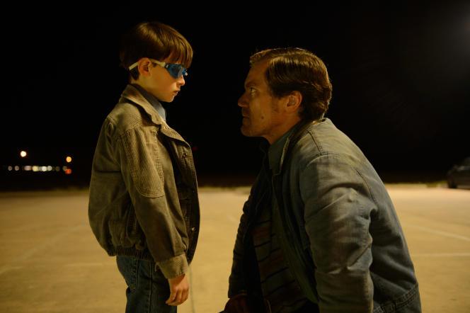 Jaeden Lieberher (l'enfant) et Michael Shannon (le père) dans