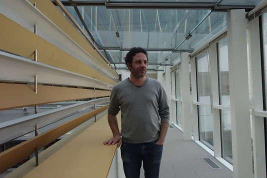 """Christophe Ayad, chef du service International du """"Monde"""", dans les locaux de la rédaction, le 15 mars."""