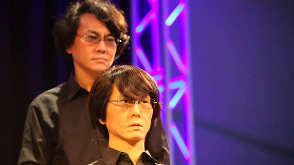 Hiroshi Ishiguro et le robot qu'il a fabriqué à son image, le 13mars au festival South by Southwest Interactive, à Austin (Texas).