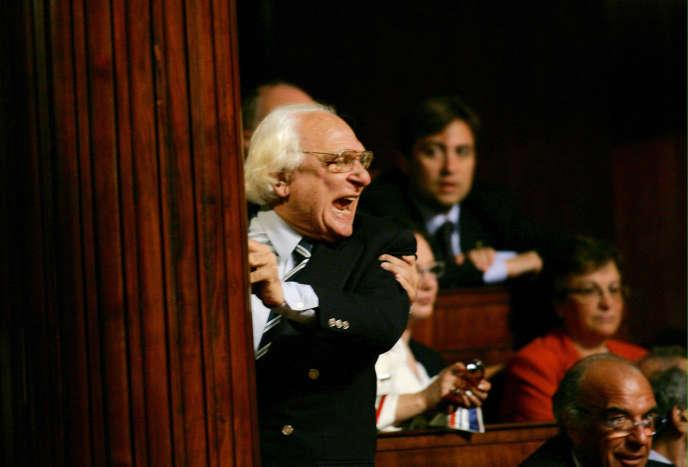 Marco Pannella crie après avoir été exclus du Sénat à Rome, le 28 Avril 2006.