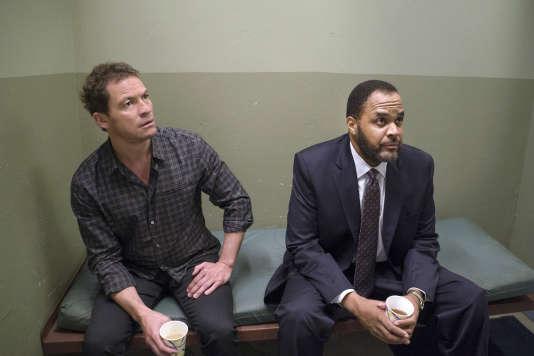 Noah Solloway (Dominic West) et l'inspecteur Jeffries (Victor Williams)  dans une scène du premier épisode de la saison 2 de «The Affair».