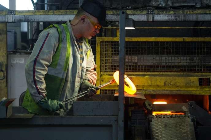 Dans l'usine PSA de Mulhouse. La production industrielle a progressé de 2,6% sur la période novembre2015-janvier2016