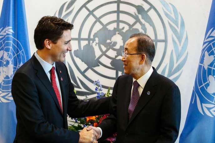 Le premier ministre canadien, Justin Trudeau, et le secrétaire général des Nations unies, Ban Ki-moon, au siège de l'ONU, à New York, le 16 mars.