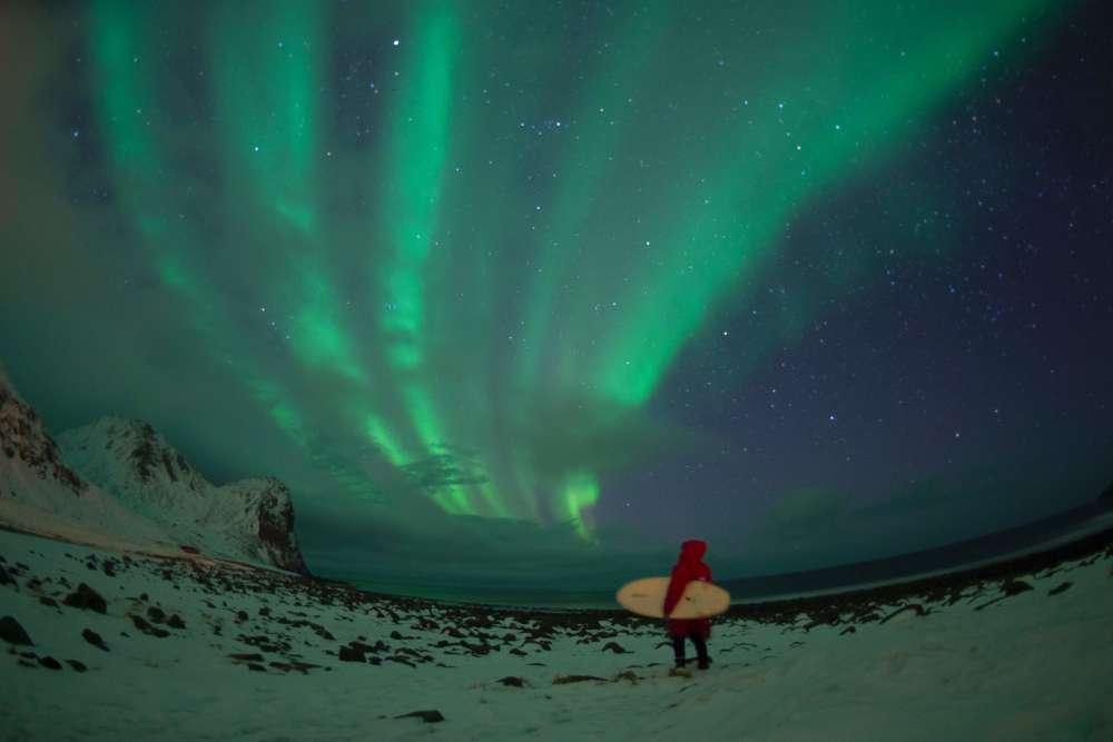 Avec un peu de chance, on peut également admirer les aurores boréales.