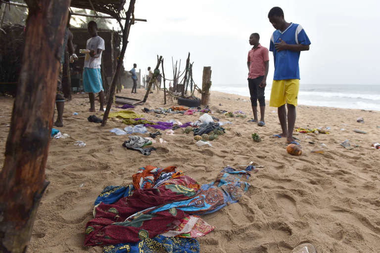 Sur la plage de Grand Bassam, le 14 mars.
