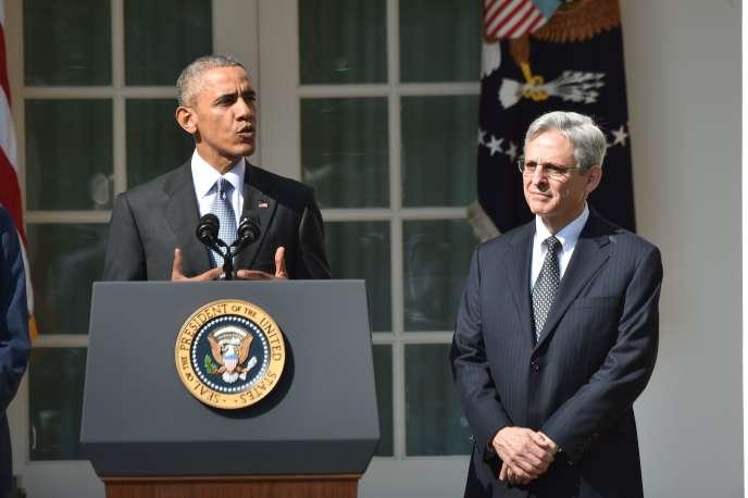 Merrick Garland, loué par les élus des deux camps, a été nommé juge en chef de la Cour d'appel de Washington par le président Bill Clinton en1997.