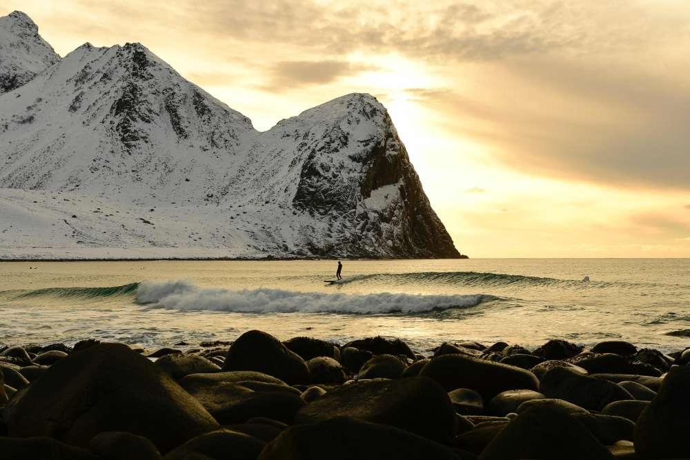 Les îles Lofoten disposent des paysages parmi les plus beaux de Scandinavie. Le Gulf Stream offre une eau sans glace toute l'année.