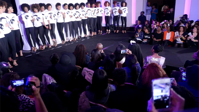 Lors de l'élection de Miss Nappy, le 12 mars à Paris.