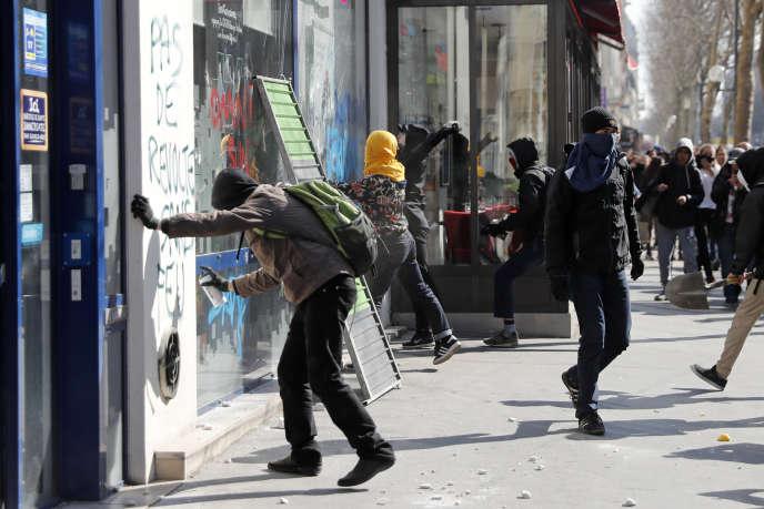 Lors d'une manifestation contre le projet de loi travail, le 17 mars à Paris.