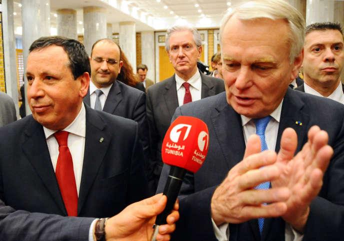 Le ministre tunisien des affaires étrangères, Khemaïes Jhinaoui, et son homologue français, Jean-Marc Ayrault, à Tunis, le 17 mars.