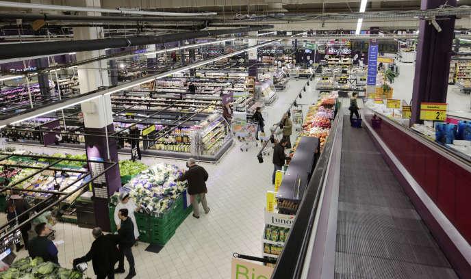 Vue générale de l'hypermarché Carrefour Bercy à Charenton, en banlieue parisienne, le 8 février 2013.