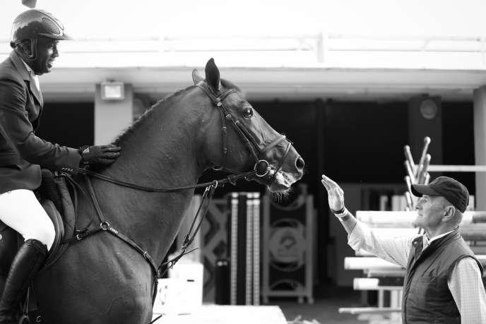 Abdelkebir Ouadar sur Quickly de Kreisker, troisième du Prix GL Event au Saut Hermès en 2015 et l'entraîneur Marcel Rozier.