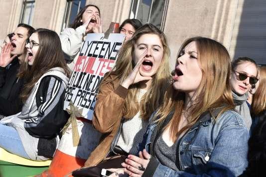 Lycéens contre la loi travail, le 17 mars à Paris. AFP PHOTO / ERIC FEFERBERG