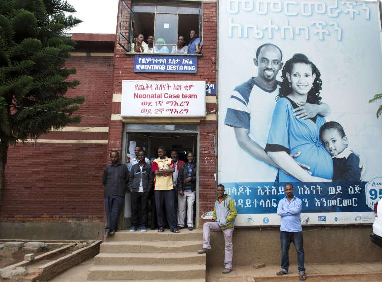 Devant l'hôpital Gandhi d'Addis-Abeba, en Ethiopie, le 1er mai 2014.