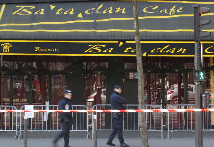 La salle de concert Bataclan, à Paris, après les attentats du 13 novembre 2015.
