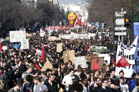 Mobilisation contre la loi travail, jeudi 17 mars à Paris. AFP PHOTO / MIGUEL MEDINA
