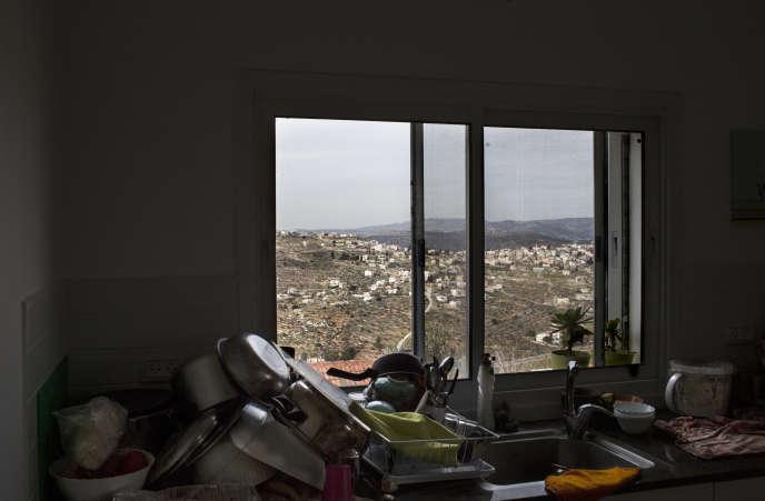 De chez lui, dans la colonie d'Eli, le rabbin David a vue sur des villages palestiniens.