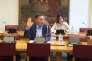 Michel Aubier prête serment devant la commission d'enquête sénatoriale sur le coût économique et financier de la pollution de l'air, en avril 2015.