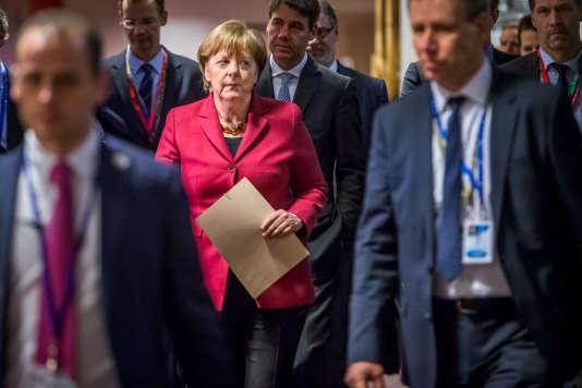 Angela Merkel, chancelière allemande, s'apprête à donner une conférence de presse à  la fin de la première journée du sommet des chefs d'Etat et de gouvernement au Conseil européen à Bruxelles, Belgique, jeudi 17 mars.